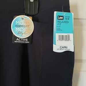 Lee relaxed fit capris brand new with tags